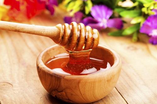cách trị tàn nhang trên da tay bằng mật ong