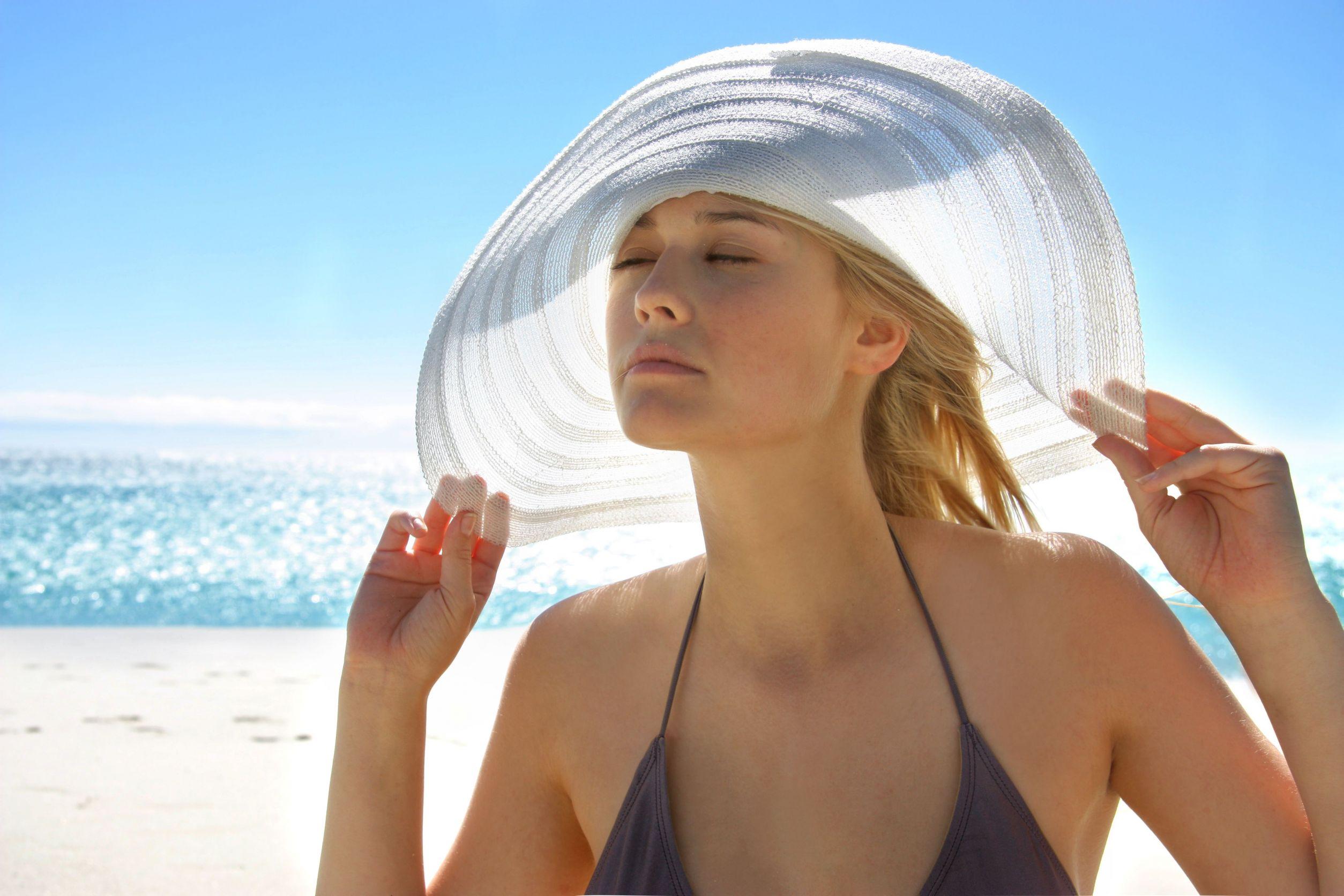 Cần bảo vệ da khỏi tác động của tia nắng mặt trời