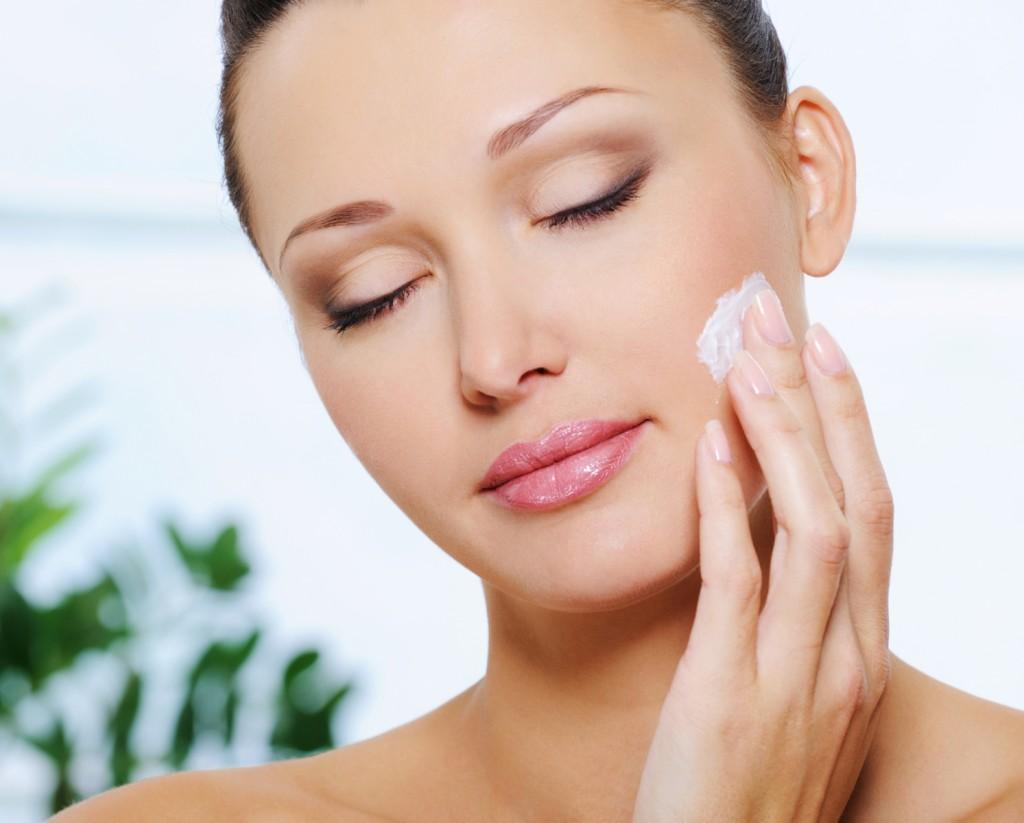 Sử dụng kem tái tạo da theo chỉ định của bác sĩ