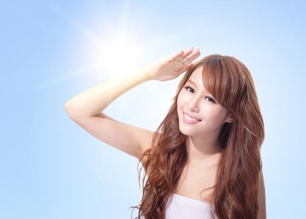 Cần bảo vệ làn da khỏi ánh nắng mặt trờia