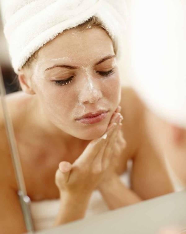 Đắp mặt nạ từ sữa mẹ hàng ngày là cách làm đẹp da sau khi sinh