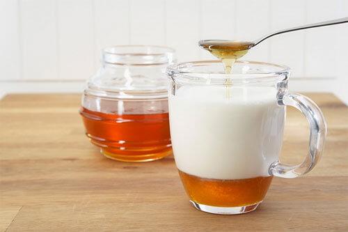 Cách trị tàn nhang trên mặt tại nhà bằng mật ong và sữa chua