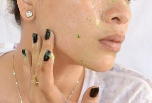 Muốn da đẹp hãy học ngay cách trị tàn nhang bằng rau mùi