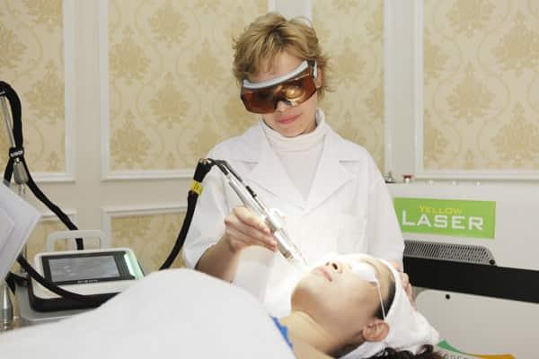 Cách trị đồi mồi trên da mặt nhanh chóng hiệu quả tới 98% 3